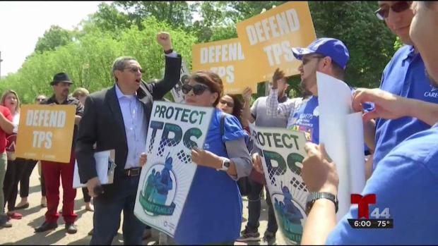 Hondureños protestan cancelación del TPS en frente de la Casa Blanca