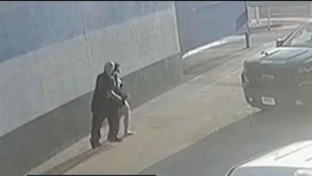 [TLMD - SD] Identifican a sospechoso de subir a una mujer a su auto