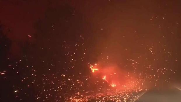 Incendios forestales arrasan California — En vivo