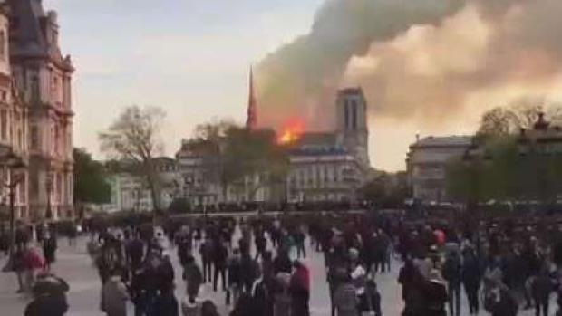 Incógnita tras el voraz incendio en Notre Dame