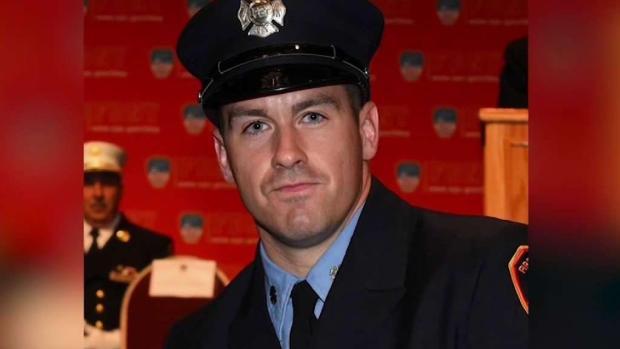 [TLMD - NY] Inician servicios fúnebres de bombero de NY