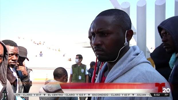 [TLMD - SD] Inmigrantes africanos protestan en la frontera