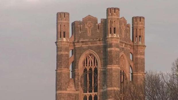 [TLMD - NY] Joven muere tras caer de torre de universidad