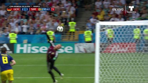 ¡Toni Kroos clava un golazo de tiro libre en el último minuto!