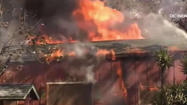 [TLMD - LA] LLegan más bomberos para combatir incendio Holy