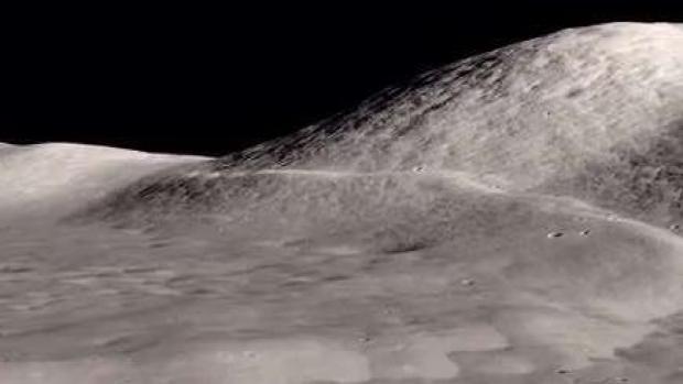 La Luna tiene arrugas y se achica