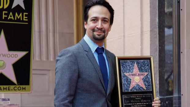 Lin-Manuel Miranda recibe estrella en el Paseo de la Fama