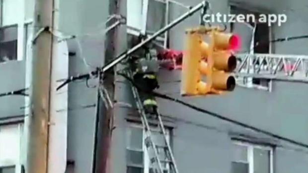 [TLMD - NY] Madre y su bebé son rescatados de morir quemados