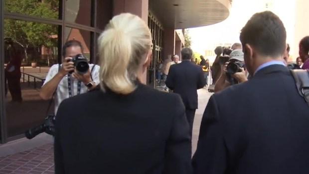 [TLMD - SD] Margaret Hunter llega a la corte en San Diego