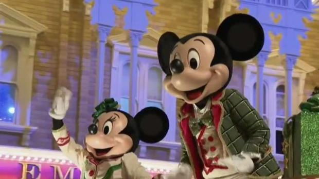 [TLMD - Tampa] Mickey le da comienzo a su fiesta navideña