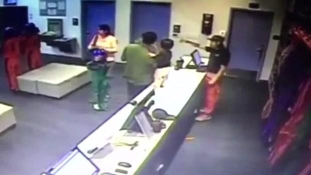 [TLMD - Houston] Captado en cámara: salva a bebé en caída libre