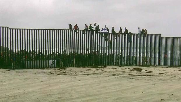 [TLMD - MIA] Caravana de inmigrantes llega a frontera con EEUU