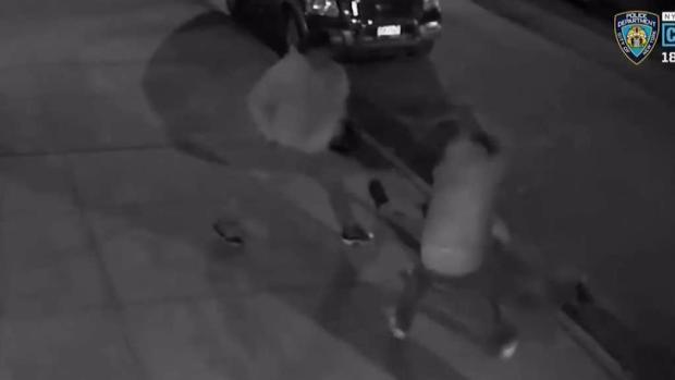 [TLMD - NY] NYPD: Dúo muele a batazos a barbero hispano