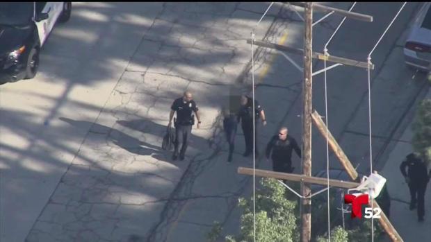 [LA] Niña es acusada de disparar una pistola en una escuela