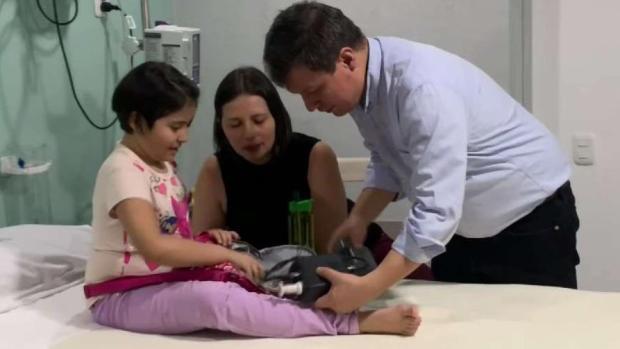 [TLMD - NY] Niña sobrevive al cáncer con su corazón en una mochila