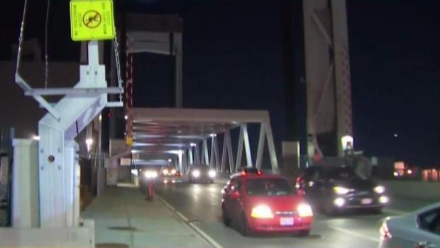 [TLMD - Boston] Pareja queda atrapada en puente elevadizo de East Boston y Chelsea