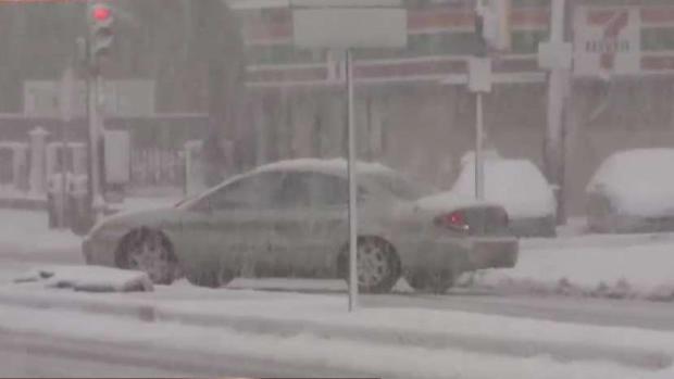 """[TLMD - PHI] """"Patinan"""" los conductores que se aventuran a manejar tras la tormenta"""