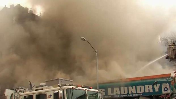 [TLMD - NY] Pavoroso incendio causa daños a negocios en El Bronx