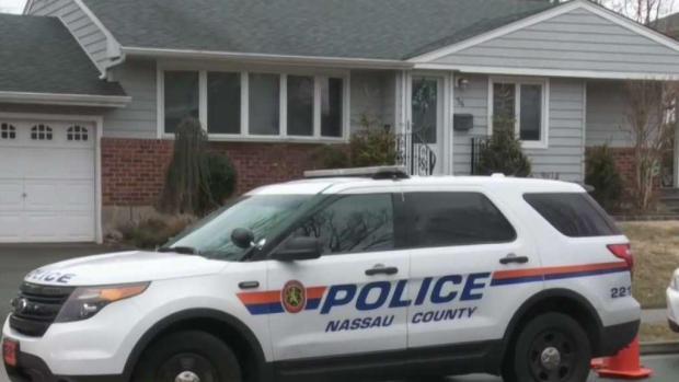[TLMD - NY] Policía: Hijo acuchilla a muerte a su madre