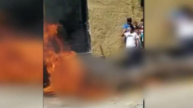 México: habitantes queman vivos a dos hombres