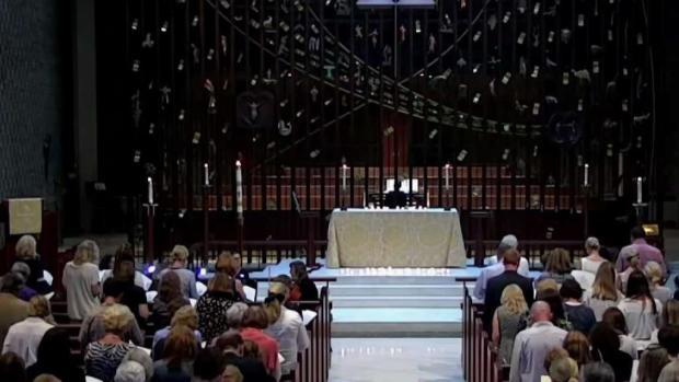 [TLMD - NY] Realizan emotiva vigilia en honor a Jennifer Dulos
