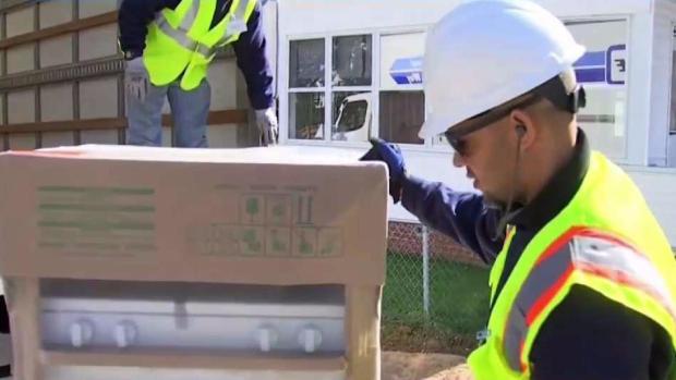 [TLMD - Boston] Reparten electrodomésticos a familias afectadas por explosiones de gas