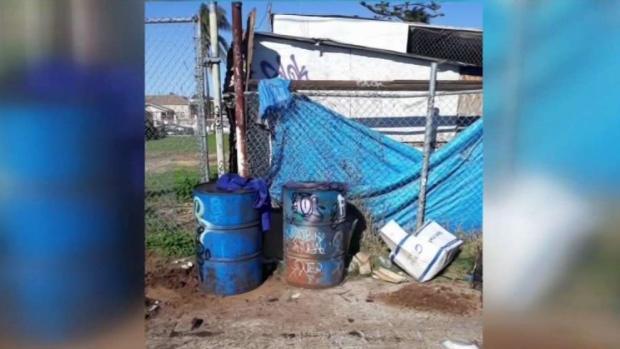 [TLMD - SD] Río de aceite sobre callejón en Barrio Logan