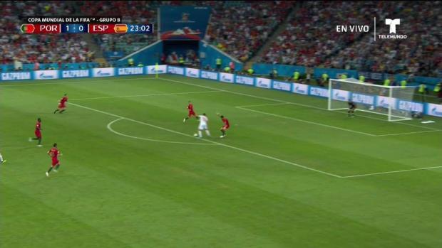 Golazo de Diego Costa tras una jugada polémica y empata el partido