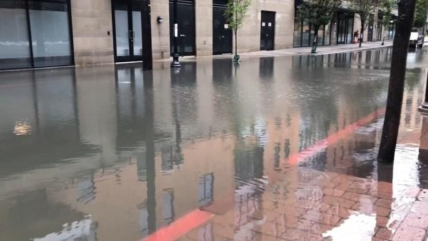 Tras dejar muertos y catástrofe en el sur, ahora NYC sufre castigo de Florence
