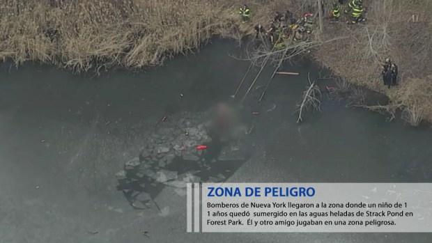 Imágenes: muere niño tras caer a lago congelado