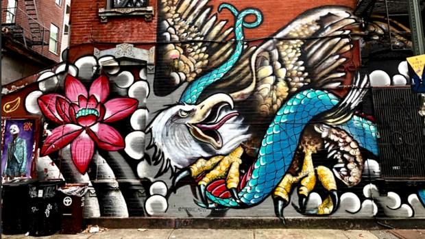 Murales cobran vida con gigantescas obras de arte en Brooklyn