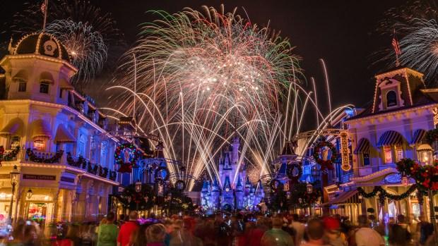 Disney advierte de prueba de fuego artificiales durante la mañana