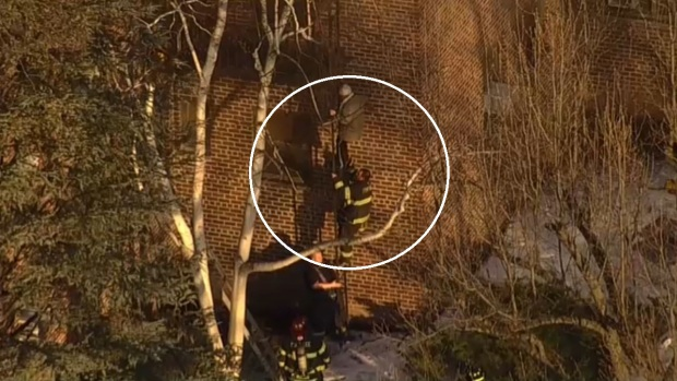 [TLMD - NY] Desesperado rescate en medio de amenazantes llamas