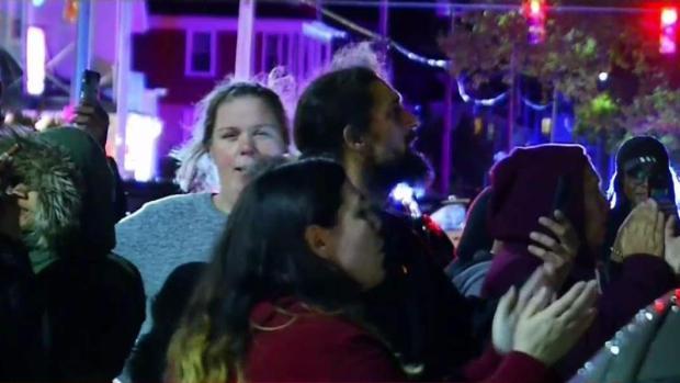 [TLMD - Boston] Vecinos de Providence gritan afuera de casa de violador