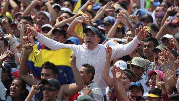 """Miles acuden a histórico concierto """"Venezuela Aid Live"""""""