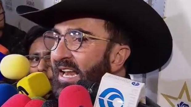 Vicente Fernández Jr. da confusa teoría para asegurar que su padre no es homofóbico