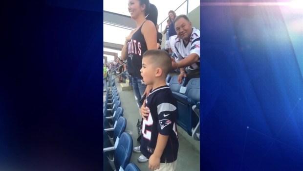 [TLMD - NATL] Viral niño cantando el Himno Nacional