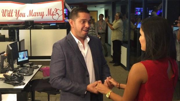 [TLMD - NATL] Reportera de Telemundo recibe sorpresiva propuesta de matrimonio