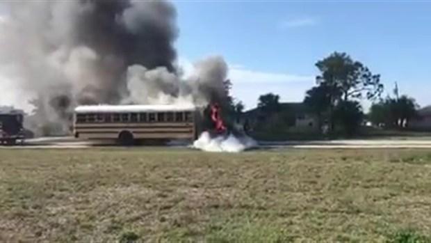 [TLMD - MIA] Se incendia autobús escolar con niños adentro