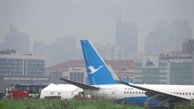 [TLMD - LV] Avión que se salió de la pista en Manila deja a miles varados