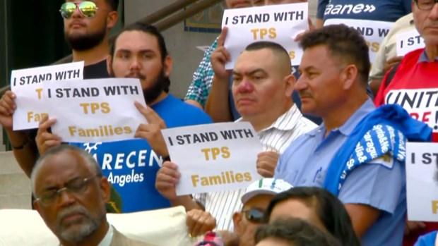 Juez impide que el Gobierno retire TPS a cuatro países