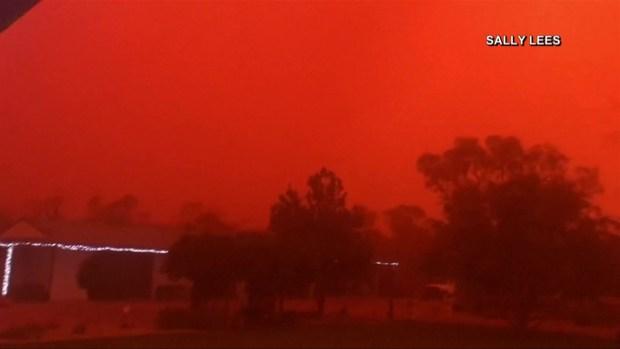 [TLMD - LV] El cielo se tiñe de rojo durante tormenta