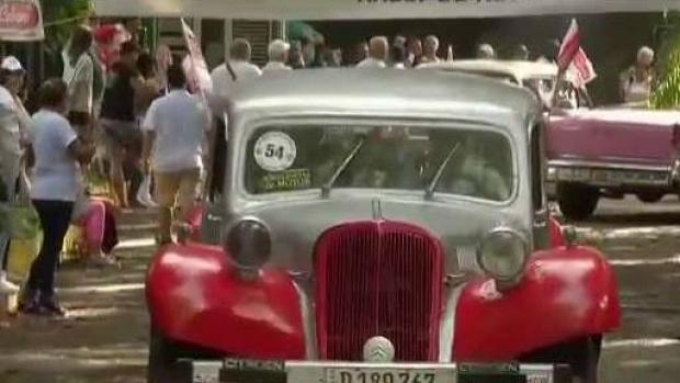 [TLMD - MIA] Los almendrones cubanos distinguen las calles de La Habana