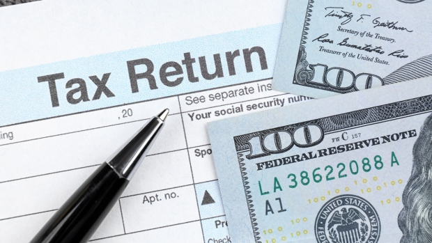 Qué hacer si le debes al IRS pero no le puedes pagar