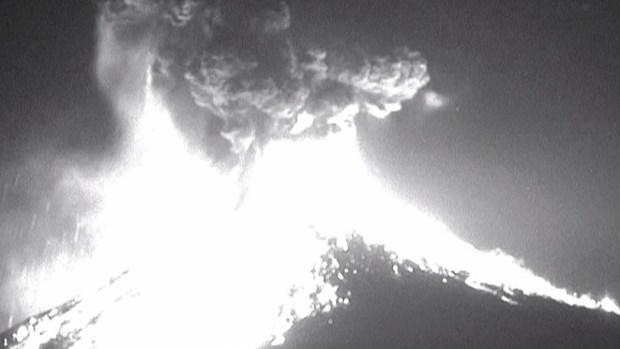 Impresionante: captan instante en que explota temible volcán
