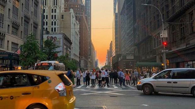 El Manhattanhenge impresionó pese a nubosidad