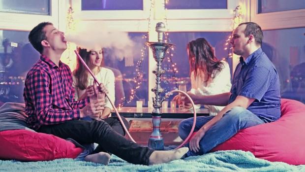 ¿Crees que fumar hookah es seguro? Piénsalo dos veces