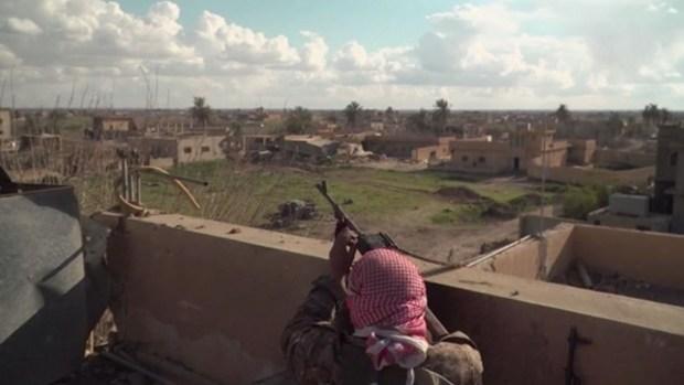 En medio del desierto, ISIS no se rinde