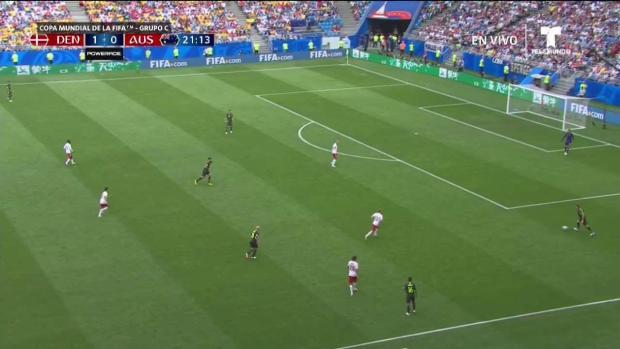 Dinamarca intenta gol durante el primer tiempo