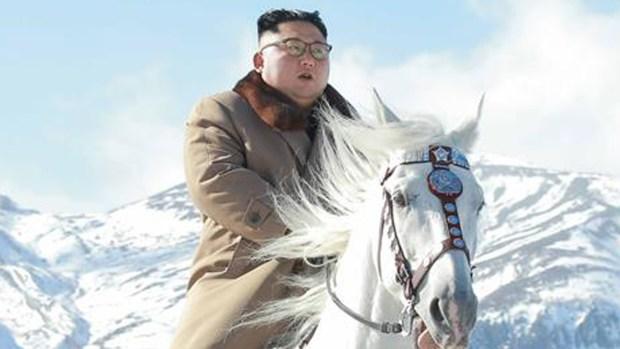 Muestran a Kim Jong un como un indómito jinete